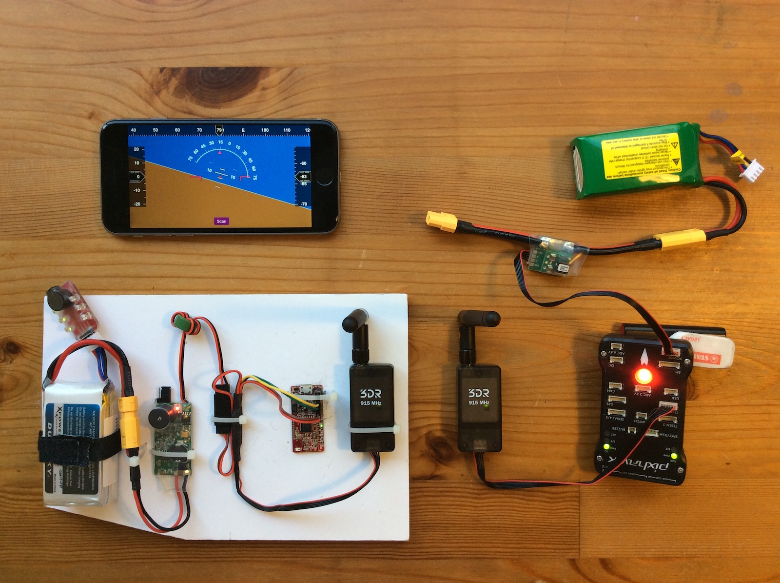Pixhawk Primary Flight Display on iPhone 6S via Radio Telemetry
